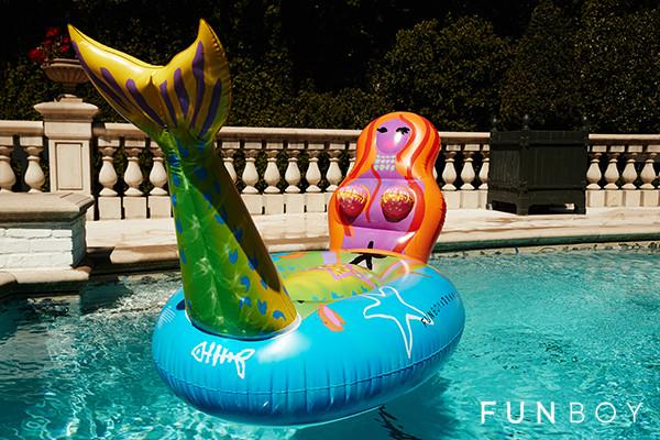 FUNBOY-Mermaid-Pool-Float_badde0a0-e4eb-42bc-9337-cda31eed55ab_800x